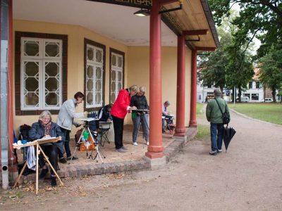 malen-bei-roten-pavillon-auf-dem-doberaner-kamp-c-frank-koebsch-1