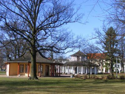 rot-weiss-pavillon-auf-dem-doberaner-kamp-c-frank-koebsch