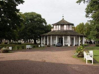 weisser-pavillon-auf-dem-doberaner-kmap-c-frank-koebsch